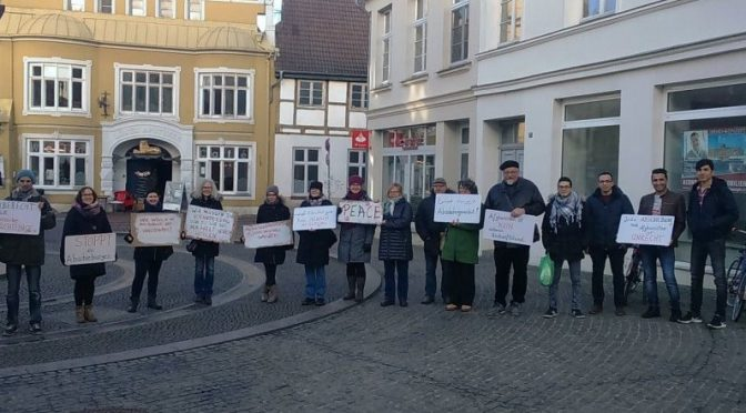 Mahnwache gegen Flüchtlingsabschiebungen nach Afghanistan in Wismar