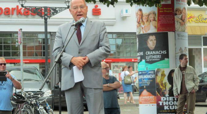 Eindrucksvolle Kundgebung mit Gregor Gysi auf dem Wismarer Markt