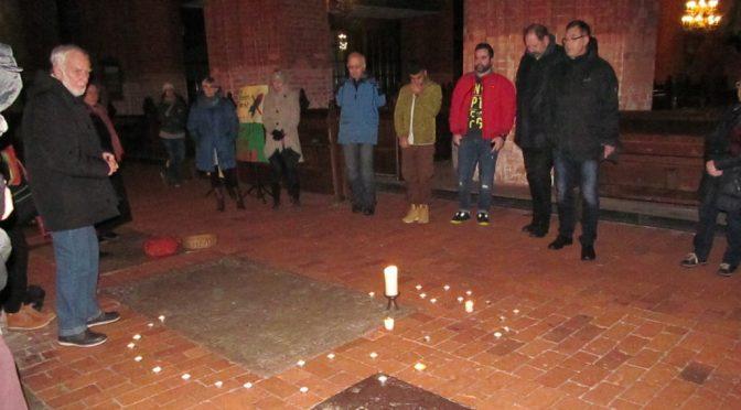 Kerzen leuchten für den Frieden
