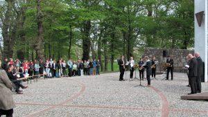 Feierliche Gedenkveranstaltung am sanierten Cap Arcona-Mahnmal auf Poel