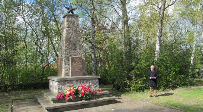 Gedenken am Sowjetischen Ehrenmal in Wismar