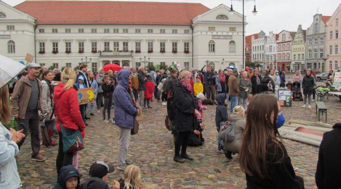 Klimastreik auf dem Wismarer Marktplatz
